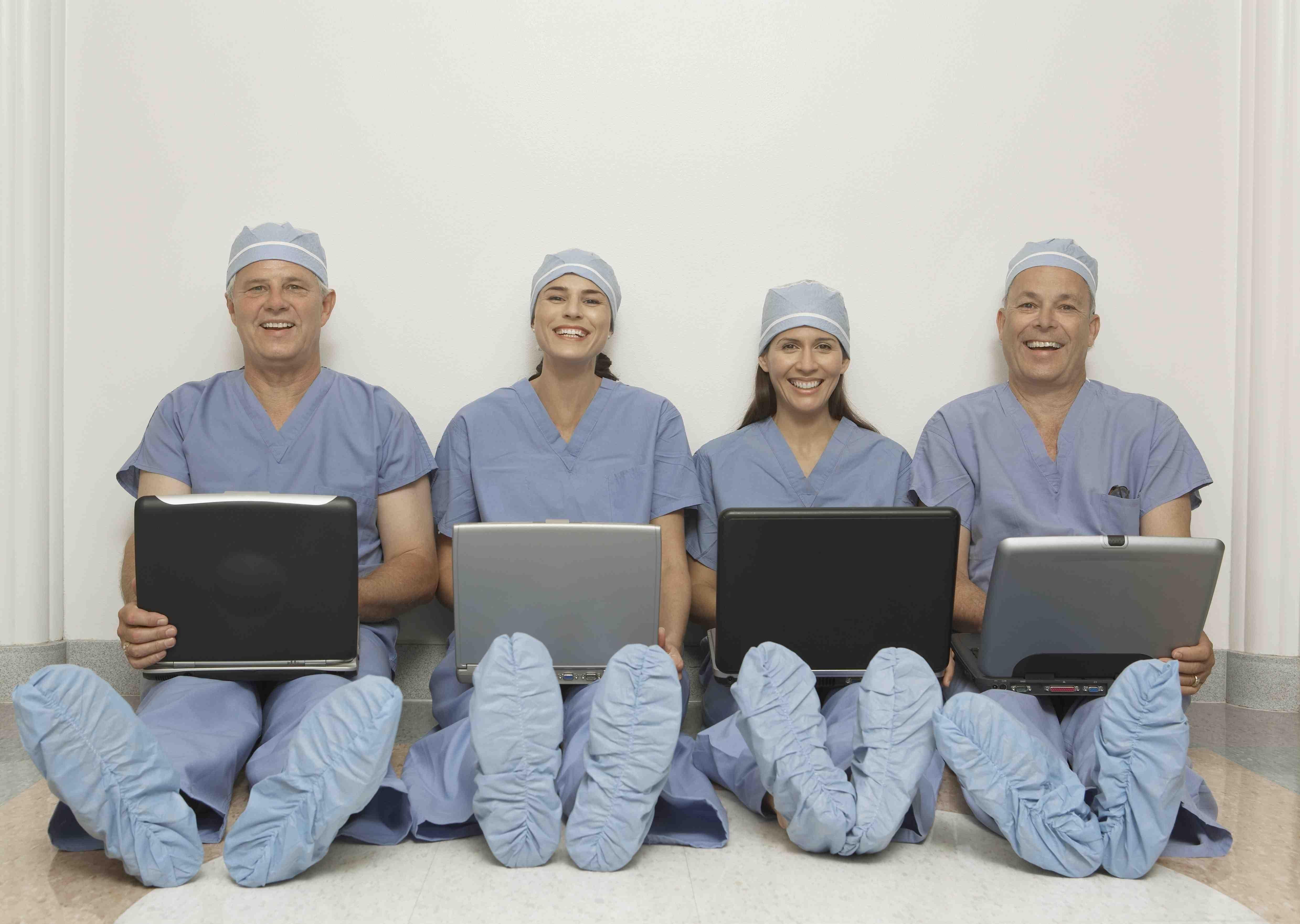 docs_with_laptops-medicaleconomics_modernmedicine.jpg