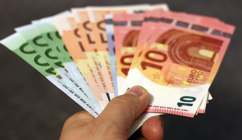 canva-euro-pound-banknote-lot-madgxrlmlmu.jpg