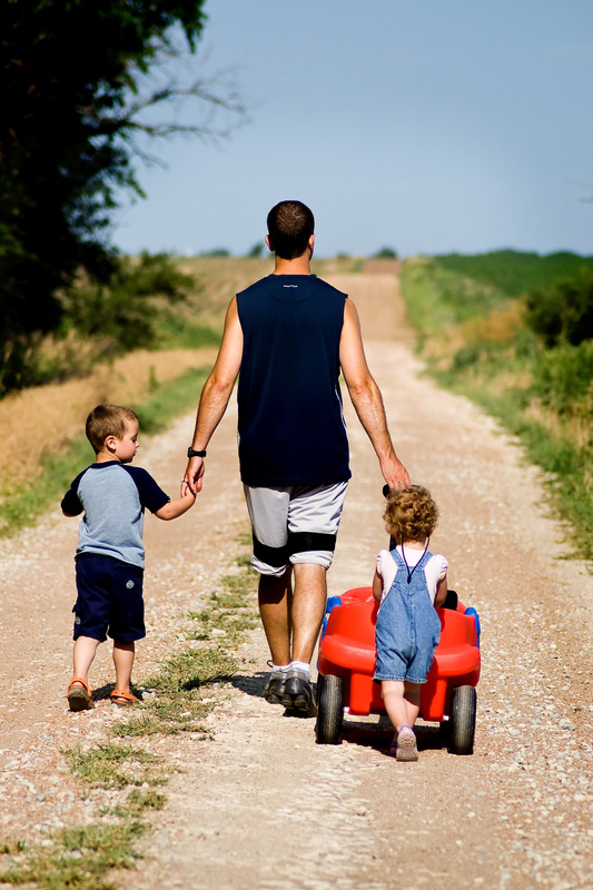 canva-family_-dad_-father_-children_-son_-daughter_-walk-mac4gwql-pq.jpg