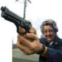 Késsel a zsebedben ütsz meg? Akkor lelőlek!