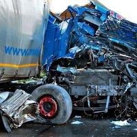 Előzetes letartóztatásban a tömegbalesetet okozó bolgár kamionsofőr