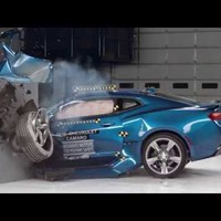 Törésteszt: vacakul teljesített a Camaro, a Challenger és a Mustang