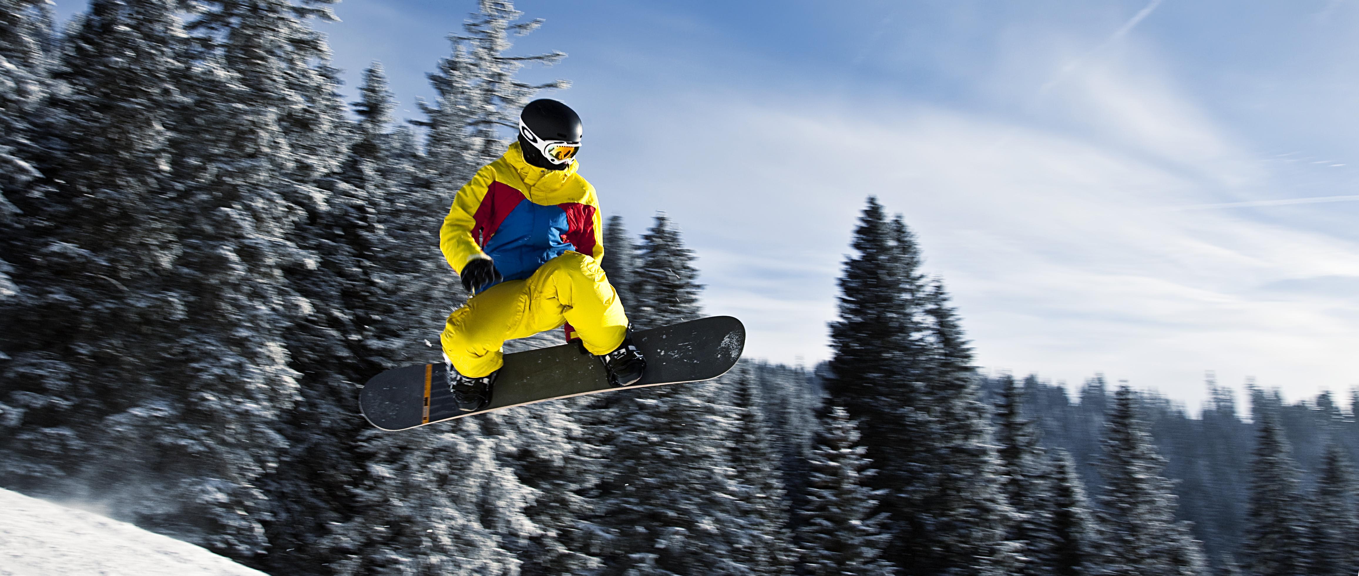 snowboarder_in_flight_tannheim_austria.jpg