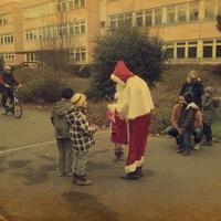 A Joskar-Ola Télapója a Szent-Györgyi Iskola előtt várta a gyerekeket