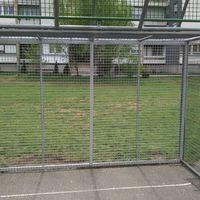 Megjavították a focikapukat a volt Szent-Györgyi Iskola előtt