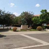Nyugalom a Szent Márton templom előtti téren