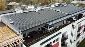 Így készül egy díjnyertes 7 fokos tetőfedés