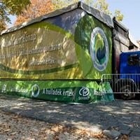 Újrahasznosító kamion járja az országot