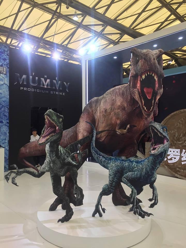 A T. rex és a raptorok ismerősek: ugyanezeket a képeket használták a Jurassic World marketingjében is.