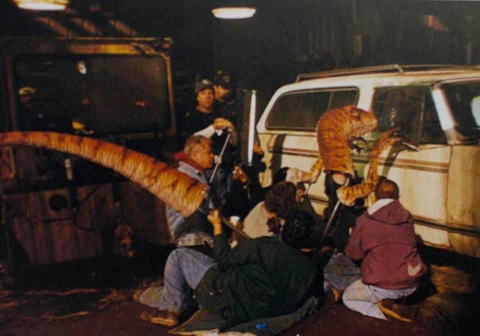 A Ian-re lecsapó Velociraptor modell fejét a többinél jóval erősebbnek építették meg, hogy kibírja az ütödéseket.