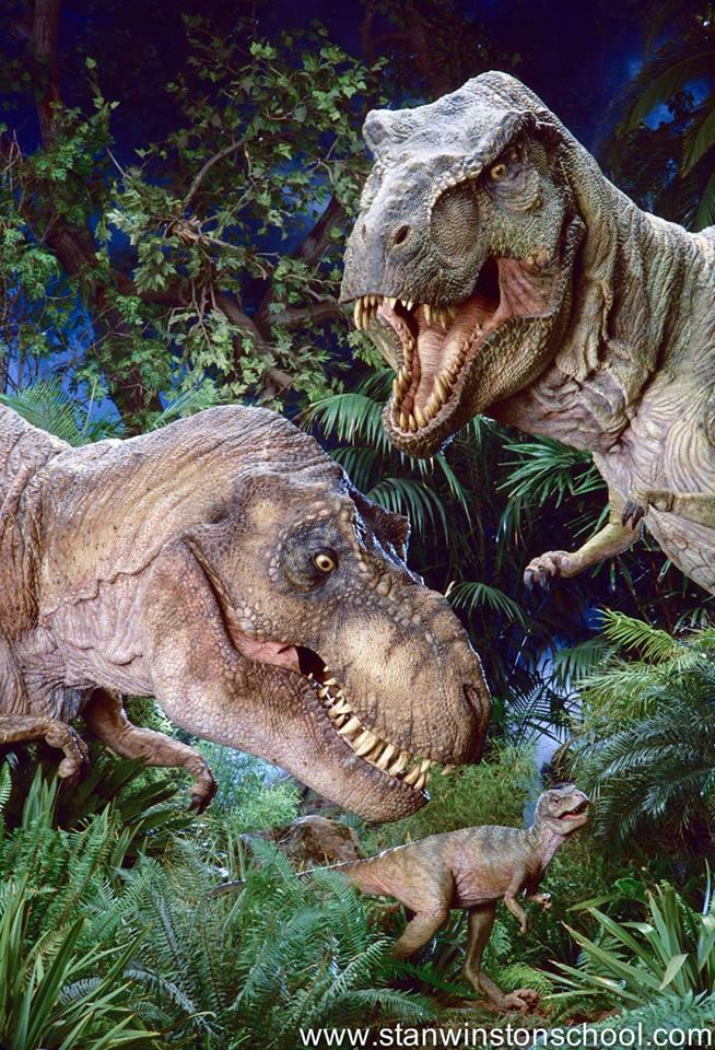 A T. rex család összeállt egy családi fotóra.