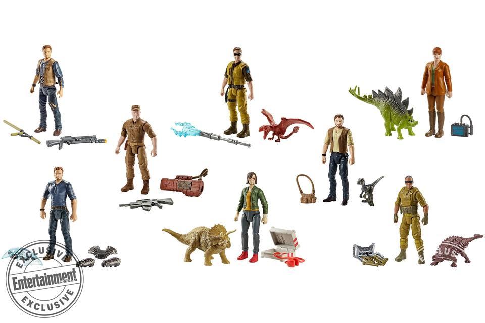 Ahogyan a dinoszauruszok, úgy az emberfigurák méretéről sincs még információ, de vélhetően a szokványos, 3.75 inches (kb. 14-16 centi magas) méretben készülnek. Owen rögtön háromféle figurát is kap: farmeringben, farmering és mellény, valamint egy sima ing és mellény kombinációban. Claire és Zia is kap saját figurát, illetve a Ted Levine által alakított Wheatley is, valamint két átlagos(?) zsoldos. A figurák egyenkénti ára 7.99 dollár lesz.