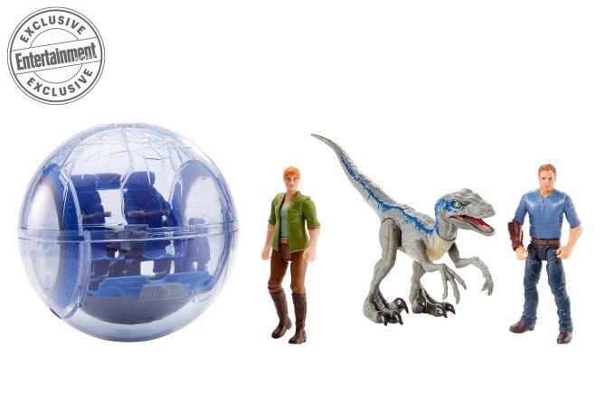 A pörgőgömb is visszatér az ezüstvászonra, és így nem maradhatott ki a Mattel-nél sem. A két személyes gömbben nem tudni, hogy Owen és Claire figurája együtt lesz-e csomagolva, de Blue minden bizonnyal igen, ez a méret pedig természetesen nagyobb a Velociraptor-ból, mint a fentebb látott minifigurák.