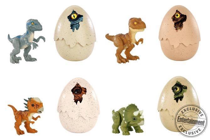 A dinófigurák és a tojások kombinálása nem idegen a franchise-tól, már a Jurassic Park idején is volt ilyen kiadás, és a folytatásokhoz is, de a Jurassic World-nél ez a vonal kimaradt, amit most pótolhatunk Blue, Rexy, egy Stygimoloch és egy Triceratops bébi figurával. Az ajánlott fogyasztói áruk 14.99 dollár.