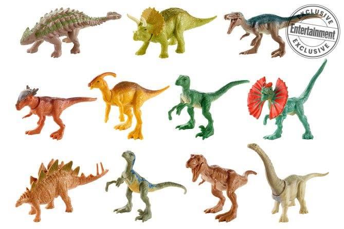 Ebben a csoportban az előző képről is viszont láthatunk pár kisebb figurát, de például itt van a Dilophosaurus is. Az első film óta 'élő' példányt nem láthattunk belőle, talán épp itt az ideje. Összesen 28 mini dinó lesz gyűjthető, 3.49 dolláros áron.
