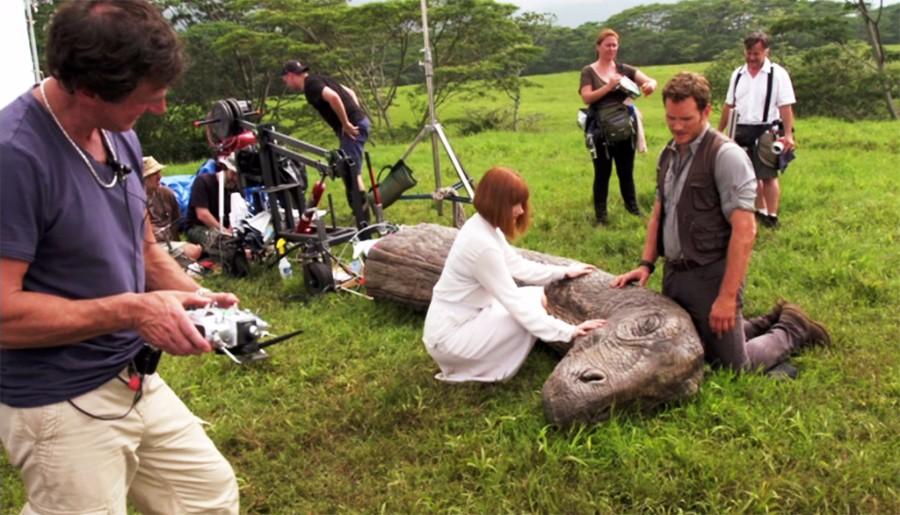 Az Apatosaurus megépített modelljével való forgatás során a színészek is elérzékenyültek az 'állat' haláltusájának felvételekor