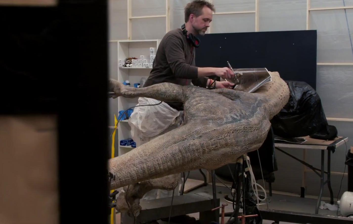 A műtőasztalos(?) jelenet kedvéért a teljes Velociraptort is elkészítették