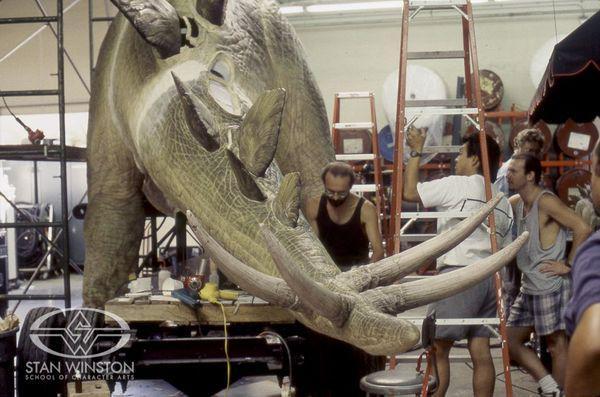 A Stegosaurus roppant tüskéi mellett végül túl veszélyesnek ítélték meg a forgatást.