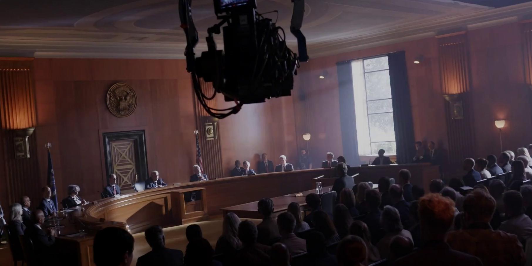 A tárgyalótermi jelenetben egy régi ismerőst, dr. Ian Malcolm-ot köszönhetjük majd