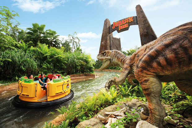 A szingapúri vízi túrán kör alakú csónakból élvezhetik a túrát a látogatók.