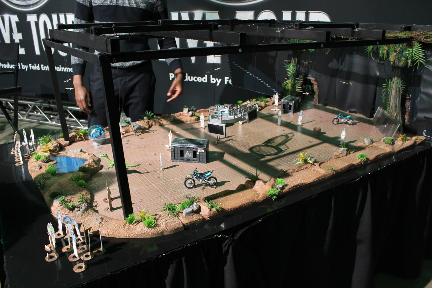 jurassic-world-live-preview-stage.jpg