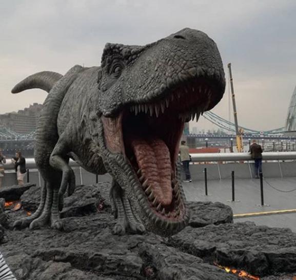 Mára a helyére került Rexy, arra a pontra, ahol három egy Mosasaurus-t állítottak fel