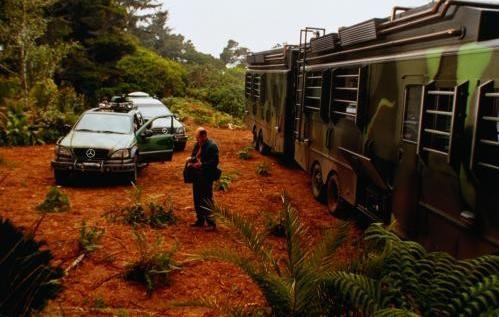 Egy kivágott jelenet, melyben együtt szerepel Hammond csapatának három járműve