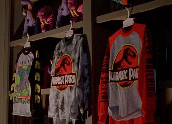 A filmben is látható ruhaneműk, plüss állatok és egyebek már ténylegesen a film boltokba szánt termékei voltak