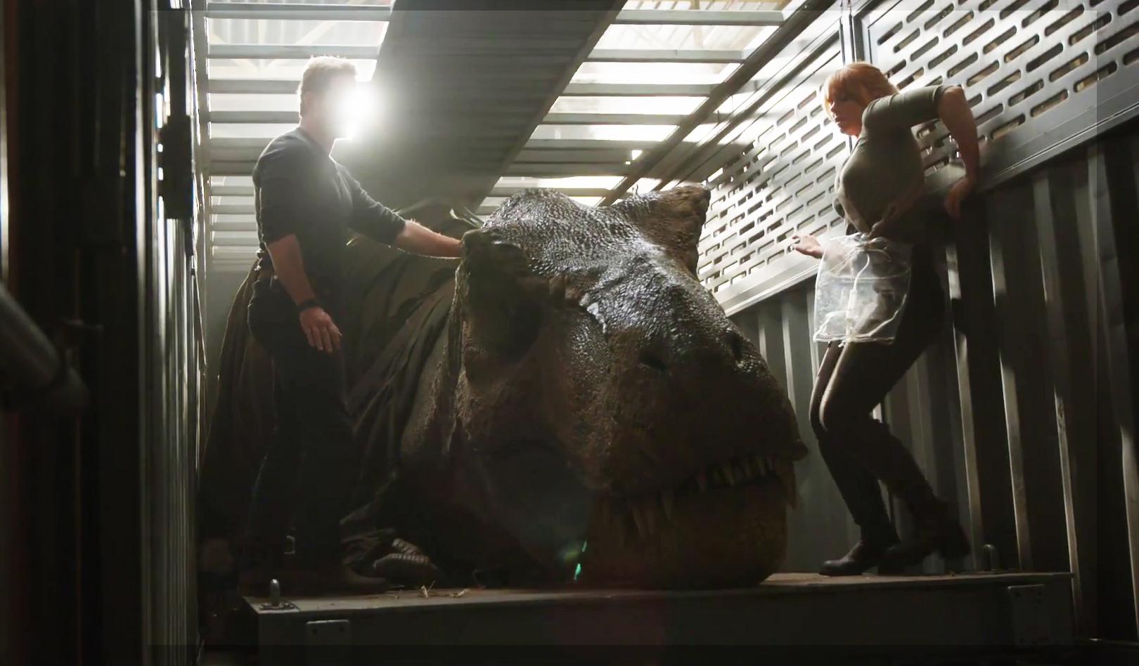 A hatalmas T. rex robot a régi filmek stílusát és hangulatát árasztja