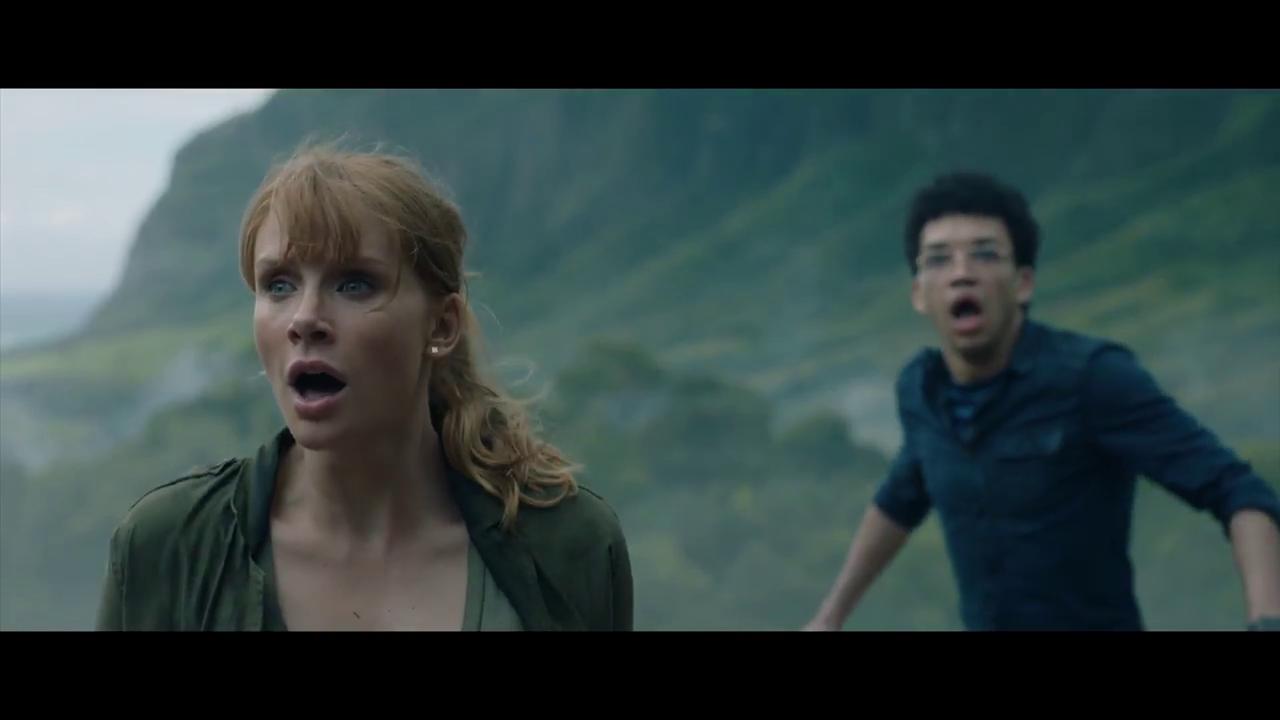 Bryce Dallas Howard visszatér Claire szerepében, míg Justice Smith egy fiatal tudóst formál meg a folytatásban