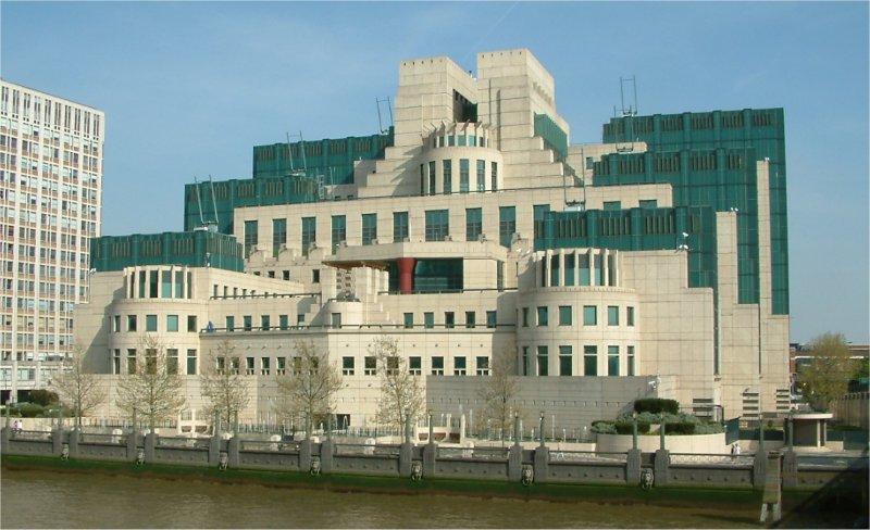 Secret_Intelligence_Service_building_-_Vauxhall_Cross_-_Vauxhall_-_London_-_24042004.jpg