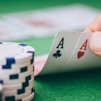 Mengapa Pemain Pemula Harus Berlatih Poker Online?