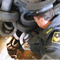 Nápolyi szemétügy: a mauzóleumot kifosztották, majd veszélyes hulladékkal tömték tele