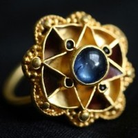 Fémkeresővel zafírgyűrűt talált – 10 milliót adott érte a múzeum