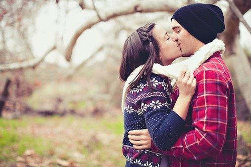 fall-in-love-friends-kiss-me-love-park-favim_com-252146.jpg