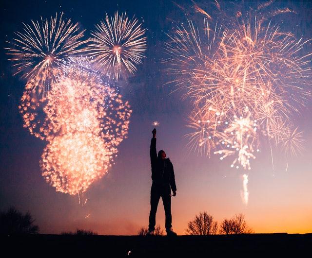 Angliában még gondolkoznak rajta, Prágában már betiltották a tűzijátékot