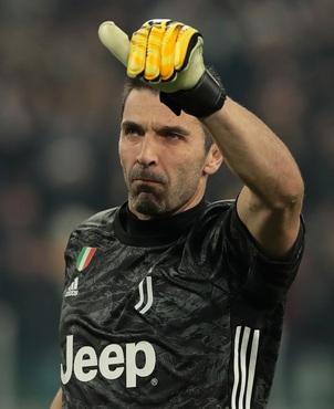 Chiellini és Buffon is hosszabbít