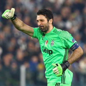 Buffon történelmet írhat a Napoli ellen