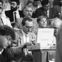 Kevesebb derültség és kompromisszum, több felháborodás - könnyen kereshetővé tettük 30 év parlamenti felszólalásait
