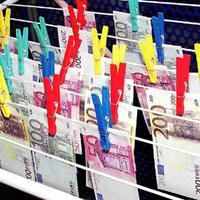 Az EU beint a potenciális pénzmosóknak