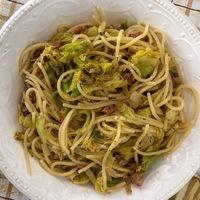 Káposztás tészta másképp: Kelkáposztás-gorgonzolás spagetti baconnel