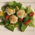 Ropogós sajtgolyók salátával