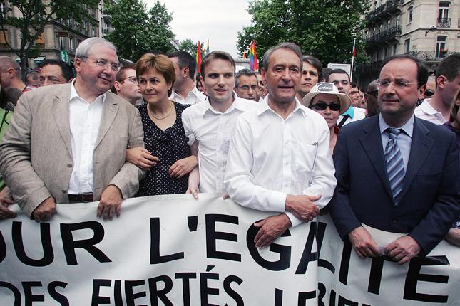 20121107-francois-hollande-gay-pride-2006.jpg