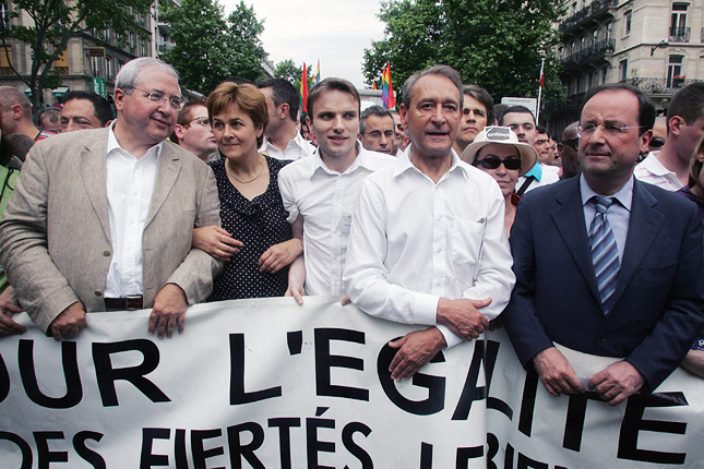 20121107-francois-hollande-gay-pride-2006.jpg