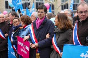Parizs-ellentuntetes.jpg