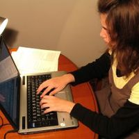 A fiatalok valóban a neten nőnek fel manapság? És tudják is, mire való?