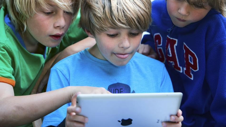 kids-reading-a-tablet.jpg