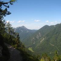 Turistaút a hegyoldalban