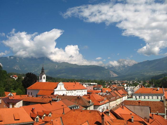 Kilátás Kamnikra a templomdombról