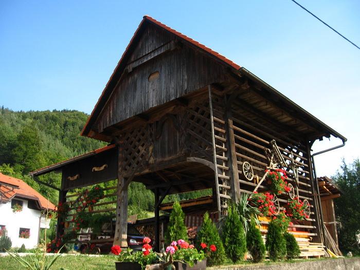 Átlagos vidéki garázs Szlovéniában